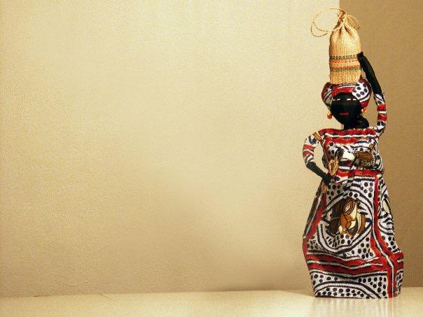 handgemachte Puppen: Frau mit Korb