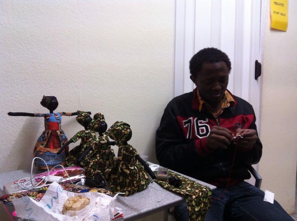 Kunsthandwerk aus Kamerun: Puppen
